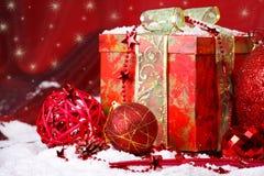 Χριστούγεννα σφαιρών πέρα &alpha στοκ φωτογραφίες
