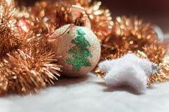 Χριστούγεννα σφαιρών χρυσά Στοκ Φωτογραφία