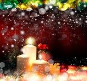 Χριστούγεννα. Τρία κεριά και μπλε ερυθρελάτες Στοκ Φωτογραφίες