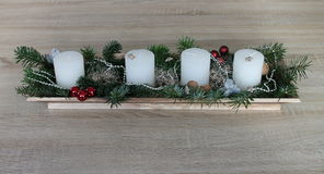 Χριστούγεννα Adventskranz κεριά αστέρια rote στοκ εικόνα με δικαίωμα ελεύθερης χρήσης