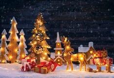 Χριστούγεννα backgound με το φωτισμένα ξύλινα χωριό και το christma Στοκ φωτογραφία με δικαίωμα ελεύθερης χρήσης