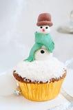 Χριστούγεννα cupcake με το χιονάνθρωπο Στοκ Φωτογραφία