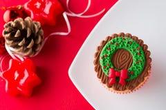 Χριστούγεννα cupcake στη διακοσμητική ρύθμιση Στοκ Φωτογραφίες