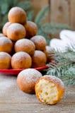 Χριστούγεννα donuts με την κονιοποιημένη ζάχαρη Στοκ Εικόνα