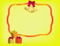 Χριστούγεννα greetinng με την κόκκινα κορδέλλα, τα δώρα και το τόξο Στοκ Εικόνες