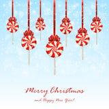 Χριστούγεννα lollipops με το τόξο στο χιονώδες υπόβαθρο Στοκ Εικόνες