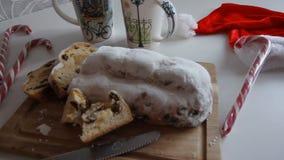 Χριστούγεννα Stollen, μπισκότα και καρυκεύματα, κινηματογράφηση σε πρώτο πλάνο, οριζόντια φιλμ μικρού μήκους
