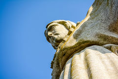Χριστός ο βασιλιάς και ο ηλιόλουστος μπλε ουρανός Στοκ Εικόνα