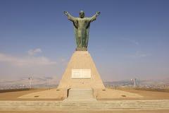 Χριστός του μνημείου ειρήνης, που αντέχει τις περουβιανές και της Χιλής καλύψεις των όπλων στο λόφο EL Morro σε Arica, Χιλή Στοκ Εικόνες