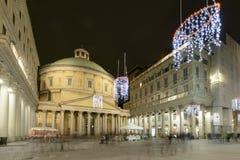 Χρονικά φω'τα Χριστουγέννων στην εκκλησία SAN Carlo, Μιλάνο, Ιταλία Στοκ Εικόνες