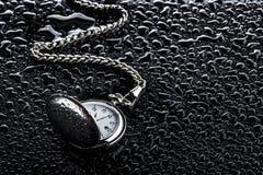 Χρονικές ροές, ρολόι με την αλυσίδα στοκ εικόνα με δικαίωμα ελεύθερης χρήσης