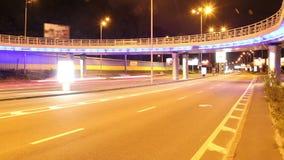 Χρονικό σφάλμα γεφυρών πόλεων, ζωηρόχρωμος, κόκκινος κίτρινος φω'των κίνησης αυτοκινήτων απόθεμα βίντεο