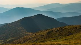 Χρονικό σφάλμα Δυναμικός ουρανός πέρα από την κοιλάδα στο βουνό απόθεμα βίντεο