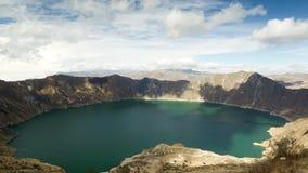 Χρονικό σφάλμα ζουμ έξω πέρα από τον κρατήρα Quilotoa απόθεμα βίντεο