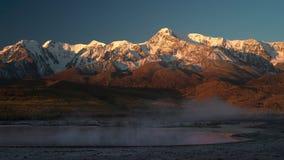 Χρονικό σφάλμα σύννεφων τοπίο βουνών και λιμνών το φθινόπωρο φιλμ μικρού μήκους