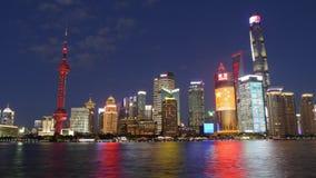 Χρονικό σφάλμα της άποψης νύχτας φραγμάτων του ποταμού Huangpu στη Σαγκάη, Κίνα απόθεμα βίντεο