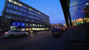 Χρονικό σφάλμα της κυκλοφορίας νύχτας στο δρόμο τη νύχτα από την πλευρά Kamennoostrovsky Prospekt Petrograd στην Άγιος-Πετρούπολη φιλμ μικρού μήκους