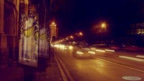 Χρονικό σφάλμα της κυκλοφορίας νύχτας στο δρόμο τη νύχτα από την πλευρά Kamennoostrovsky Prospekt Petrograd στην Άγιος-Πετρούπολη απόθεμα βίντεο