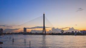 Χρονικό σφάλμα της μεγάλης γέφυρας αναστολής στο χρόνο ηλιοβασιλέματος/Rama 8 γέφυρα στο χρόνο ηλιοβασιλέματος απόθεμα βίντεο
