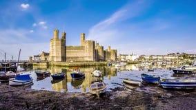 Χρονικό σφάλμα της μειωμένος παλίρροιας στο κάστρο Caernafon, Gwynedd στην Ουαλία - το Ηνωμένο Βασίλειο φιλμ μικρού μήκους