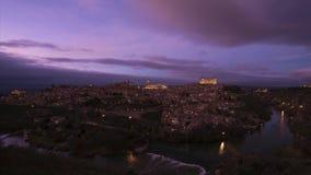 Χρονικό σφάλμα της παλαιάς πόλης εικονικής παράστασης πόλης του Τολέδο στο σούρουπο, Ισπανία απόθεμα βίντεο