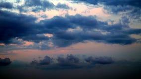 Χρονικό σφάλμα των σύννεφων που κινούνται πέρα από τον ουρανό φιλμ μικρού μήκους