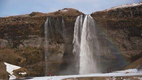Χρονικό σφάλμα των τουριστών στον καταρράκτη Seljalandsfoss στην Ισλανδία, απόθεμα βίντεο