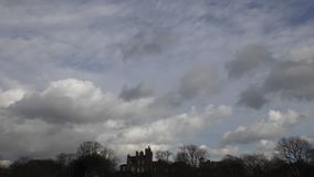 Χρονικό σφάλμα μπλε λευκό ουρανού σύνν&epsilon απόθεμα βίντεο
