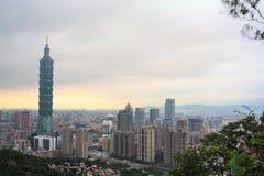 Χρονικό σφάλμα ορίζοντας πόλεων της Ταϊπέι, Ταϊβάν στο λυκόφως απόθεμα βίντεο