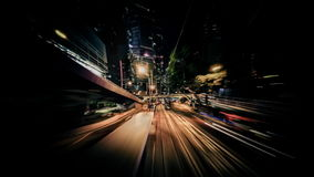 Χρονικό σφάλμα που κινείται μέσω της σύγχρονης οδού πόλεων νύχτας με τους ουρανοξύστες Χογκ Κογκ απόθεμα βίντεο