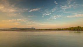 Χρονικό σφάλμα Ταϊλάνδη πανοράματος παραλιών μη τουριστών ουρανού ηλιοβασιλέματος νησιών Phuket 4k φιλμ μικρού μήκους
