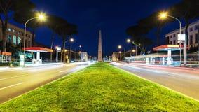Χρονικό σφάλμα της κυκλοφορίας τη νύχτα στην περιοχή της ΕΥΡ, Ρώμη, Ιταλία απόθεμα βίντεο