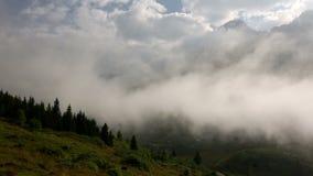 Χρονικό σφάλμα της πλησιάζοντας ομίχλης σε μια κοιλάδα της Ανατολίας απόθεμα βίντεο