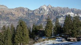 Χρονικό σφάλμα του τρόπου καλωδίων στα ελβετικά αλπικά βουνά απόθεμα βίντεο