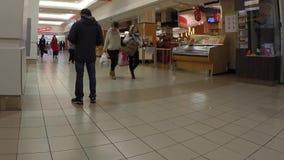 Χρονικό σφάλμα των τροφίμων αγοράς πελατών στην υπεραγορά T&T απόθεμα βίντεο