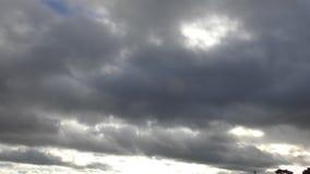Χρονικό σφάλμα Όμορφο επιπλέον σώμα σύννεφων πέρα από τον ουρανό απόθεμα βίντεο