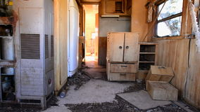 Χρονικό σφάλμα Dolly του σπιτιού μηχανών ανεμελιάς στην έρημο απόθεμα βίντεο