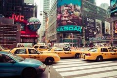 Χρονικό τετράγωνο με το κίτρινο ταξί, Νέα Υόρκη Στοκ εικόνα με δικαίωμα ελεύθερης χρήσης