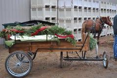 Χρονικό Horse-drawn βαγόνι εμπορευμάτων Χριστουγέννων Στοκ Φωτογραφία