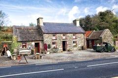 200χρονο εξοχικό σπίτι, ιρλανδική αγελάδα, Ιρλανδία στοκ εικόνα με δικαίωμα ελεύθερης χρήσης