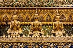 χρυσά αγάλματα phra kaew garuda wat Στοκ Εικόνα