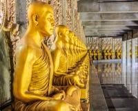 χρυσά αγάλματα μοναχών στοκ εικόνα