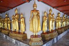 Χρυσά αγάλματα στο pho wat στη Μπανγκόκ Στοκ Φωτογραφίες