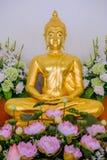 Χρυσά αγάλματα του Βούδα που διακοσμούν το βουδιστικό ναό Στοκ φωτογραφία με δικαίωμα ελεύθερης χρήσης