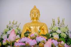 Χρυσά αγάλματα του Βούδα που διακοσμούν το βουδιστικό ναό Στοκ εικόνες με δικαίωμα ελεύθερης χρήσης