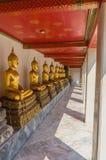 Χρυσά αγάλματα του Βούδα σε Wat Pho Kaew, Μπανγκόκ, Ταϊλάνδη Στοκ Εικόνες