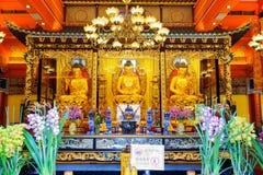 Χρυσά αγάλματα του Βούδα στο ναό, Po Lin μοναστήρι στη Hong Ko Στοκ φωτογραφία με δικαίωμα ελεύθερης χρήσης