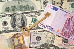 χρυσά βασικά χρήματα ανασκόπησης Στοκ εικόνες με δικαίωμα ελεύθερης χρήσης