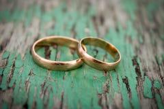 Χρυσά γαμήλια δαχτυλίδια Στοκ Φωτογραφία