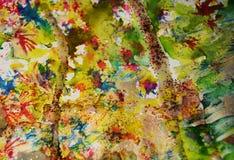 Χρυσά ιώδη κίτρινα κόκκινα κέρινα σημεία, υπόβαθρο μορφών αντίθεσης στα χρώματα κρητιδογραφιών Στοκ φωτογραφίες με δικαίωμα ελεύθερης χρήσης